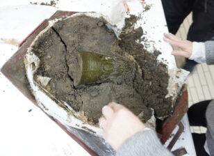 Udgravning af glasbægeret fra Vaarst.